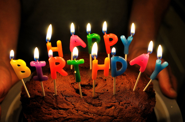 alessandro poletti compleanno finto vietato festeggiare burlone