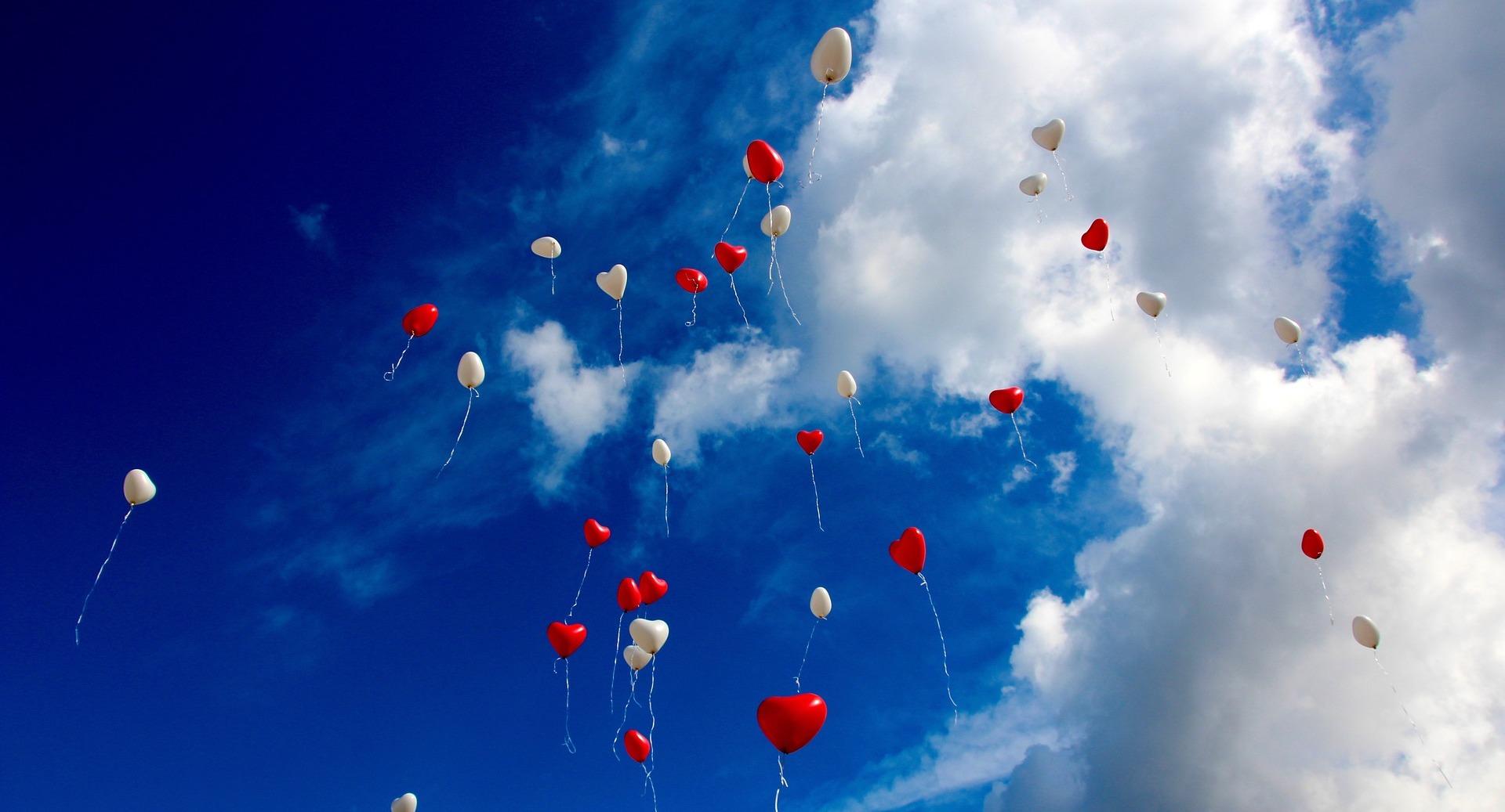 Palloncini colorati in cielo: quanto ti stanno a cuore?